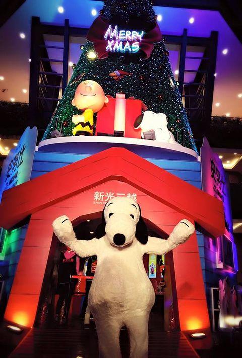 Lighting, Holiday, Fictional character, Christmas, Inflatable, Decoration,