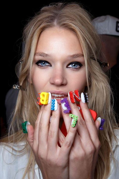 Finger, Lip, Skin, Eyebrow, Nail, Earrings, Eyelash, Beauty, Organ, Nail care,