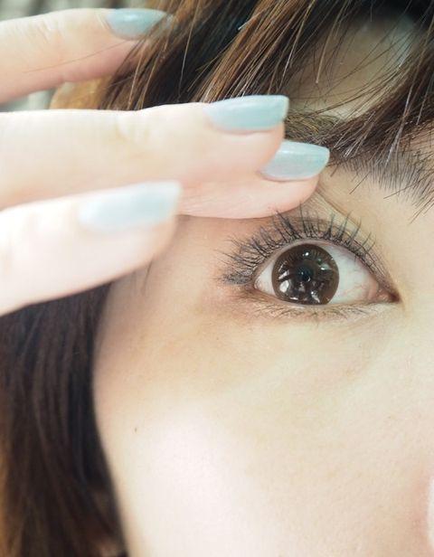 Finger, Brown, Skin, Hairstyle, Eyebrow, Eyelash, Beauty, Style, Nail, Iris,