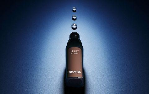 Bottle, Liquid, Drinkware, Bottle cap, Glass bottle, Still life photography, Cylinder, Distilled beverage, Liqueur, Beer,