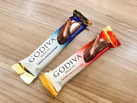 Chocolate bar, Snack, Font, Junk food, Food, Confectionery, Material property, Chocolate, Energy bar, Candy,