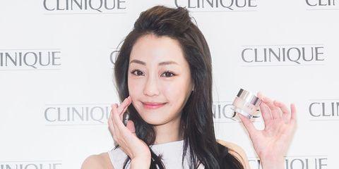 Finger, Lip, Product, Hairstyle, Skin, Chin, Eyebrow, Eyelash, Hand, Text,