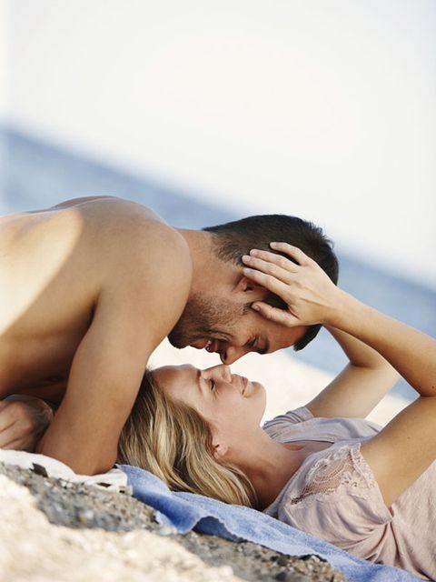 Comfort, Skin, Shoulder, Elbow, Joint, Mammal, People in nature, Summer, Beauty, Black hair,