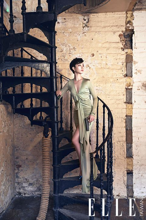 Human body, Street fashion, Fashion model, Vintage clothing, Model, Waist, Fashion design, Sun hat, Photo shoot, Fedora,