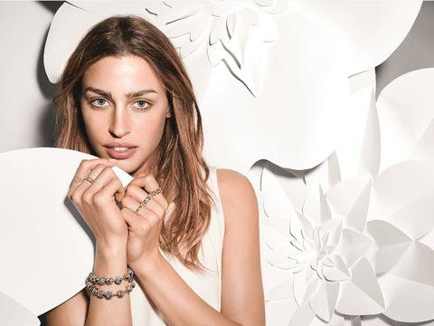 Finger, Skin, Hand, Wrist, Eyelash, Style, Fashion accessory, Beauty, Fashion, Nail,