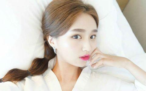 Lip, Hairstyle, Skin, Shoulder, Eyebrow, Eyelash, Style, Jaw, Beauty, Earrings,