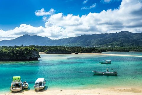 Body of water, Sky, Water, Natural landscape, Sea, Water resources, Turquoise, Coastal and oceanic landforms, Tropics, Ocean,