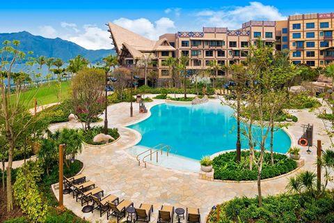 Plant, Property, Swimming pool, Landscape, Real estate, Resort, Azure, Residential area, Mountain range, Condominium,