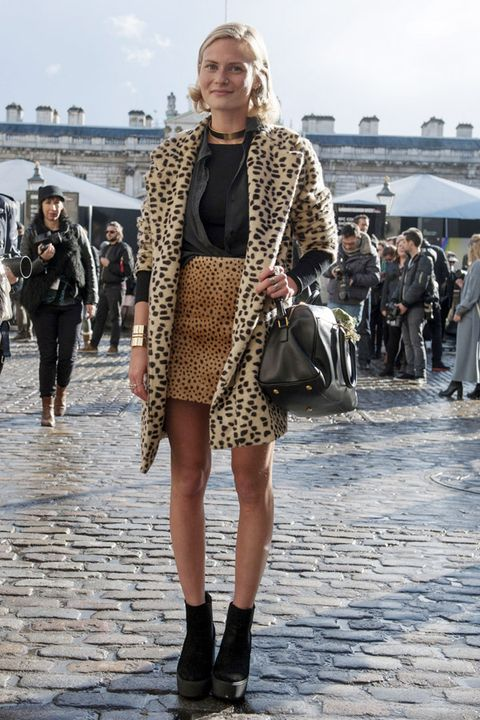 Clothing, Footwear, Leg, Outerwear, Bag, Street fashion, Style, Street, Fashion accessory, Tourism,