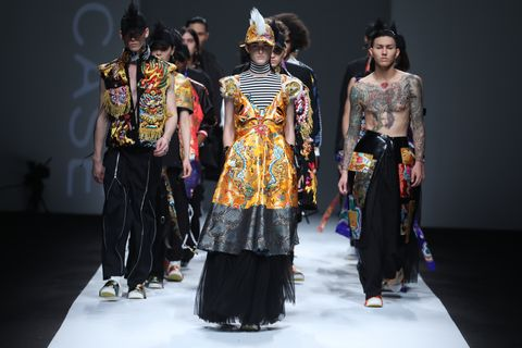 Event, Hat, Performing arts, Artist, Dancer, Fashion, Costume design, Performance, Stage, Abdomen,