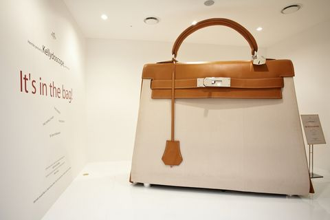 Product, Bag, Luggage and bags, Beige, Material property, Iron, Brand, Shoulder bag, Tote bag, Steel,