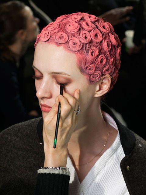 Hairstyle, Forehead, Style, Organ, Fashion accessory, Jewellery, Wrist, Fashion, Neck, Body jewelry,