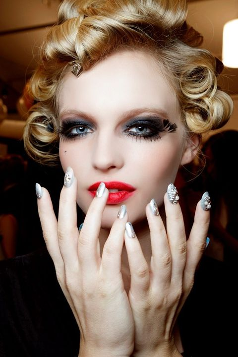Finger, Lip, Hairstyle, Skin, Eyelash, Eyebrow, Nail, Style, Eye shadow, Beauty,