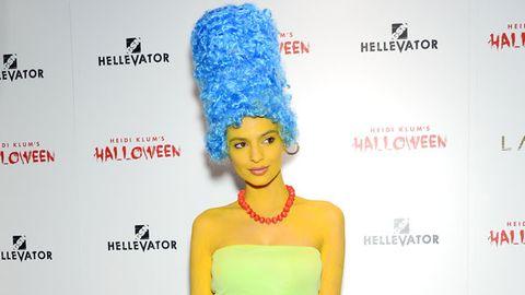Human, Yellow, Shoulder, Red, Style, Waist, Fashion, Costume accessory, Lipstick, Premiere,