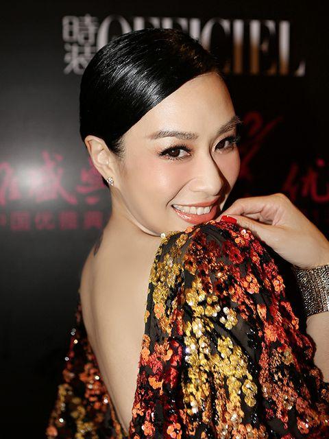 Lip, Hairstyle, Eyebrow, Eyelash, Style, Fashion accessory, Earrings, Beauty, Headgear, Fashion,