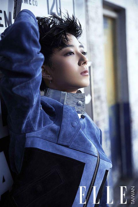 Sleeve, Jacket, Street fashion, Fashion, Fashion model, Black hair, Model, Leather, Glove, Photo shoot,