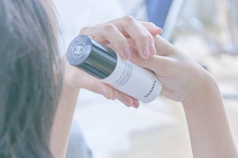 Finger, Product, Skin, Hand, Nail, Wrist, Beauty, Thumb, Cameras & optics, Drinking,