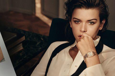 Wrist, Eyelash, Watch, Fashion accessory, Black hair, Analog watch, Nail, Makeover, Body jewelry, Model,