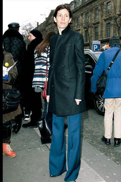Footwear, Leg, Coat, Trousers, Collar, Outerwear, Style, Jacket, Street fashion, Bag,