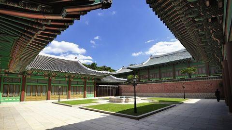 Architecture, Garden, Roof, Shade, Walkway, Courtyard, Urban design, Yard, Lawn, Japanese architecture,