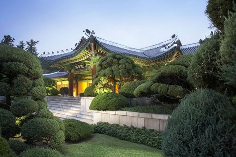Garden, Chinese architecture, Botanical garden, Architecture, Botany, Japanese architecture, Tree, Building, Shrine, Sky,