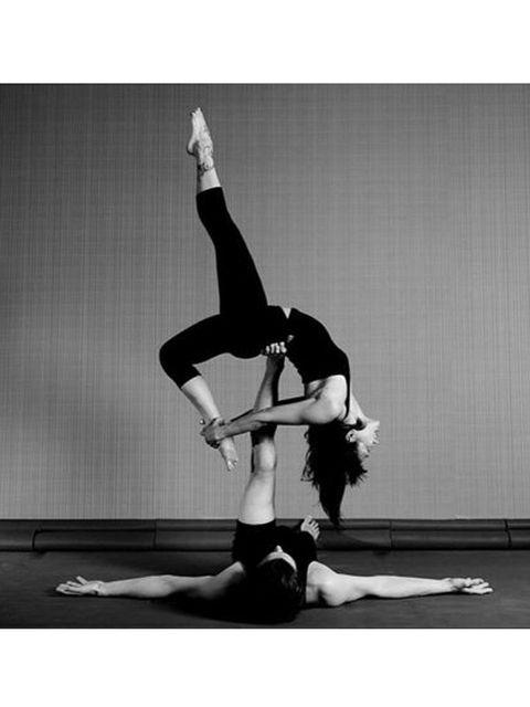 Leg, Human leg, Shoe, Entertainment, Performing arts, Joint, Elbow, Dancer, Knee, Wrist,