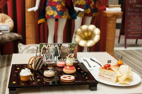 Cuisine, Serveware, Sweetness, Dishware, Food, Dessert, Ingredient, Cake, Baked goods, Dish,
