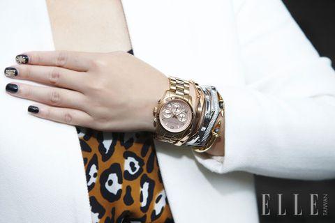 Finger, Watch, Wrist, Analog watch, Hand, White, Fashion accessory, Watch accessory, Fashion, Black,