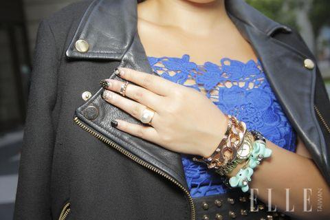 Clothing, Finger, Sleeve, Jacket, Textile, Collar, Outerwear, Wrist, Pattern, Street fashion,