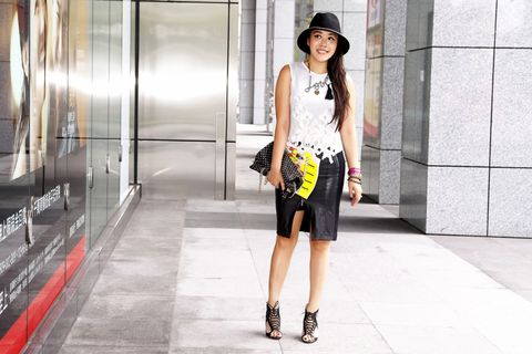 Clothing, Hat, Human body, Shoulder, Human leg, Style, Street fashion, Knee, Waist, Bag,