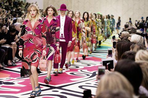 Carpet, Audience, Fashion design, Fashion model, Sun hat,
