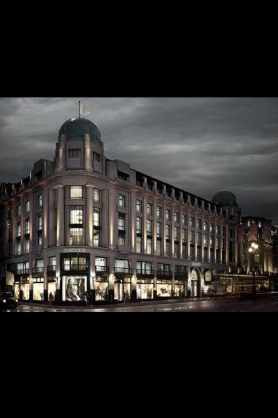 Architecture, Facade, City, Building, Landmark, Metropolitan area, Darkness, Mixed-use, Metropolis, Dome,