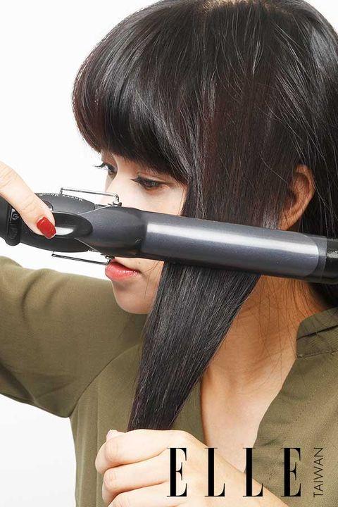 Hair, Lip, Finger, Hairstyle, Skin, Black hair, Shooting, Long hair, Step cutting, Eyelash,