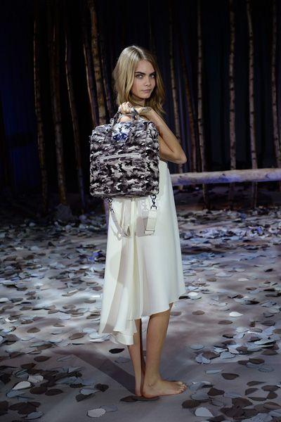 Clothing, Shoulder, Textile, Street fashion, Fashion, Beauty, One-piece garment, Fashion model, Day dress, Long hair,