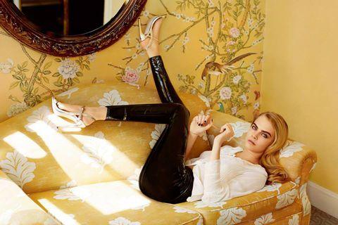 Comfort, Human leg, Room, Interior design, Sitting, Wrist, Interior design, Foot, Mirror, Knee,