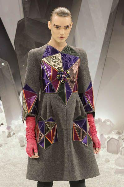 Clothing, Sleeve, Textile, Fashion show, Style, Fashion, Runway, Fashion model, Street fashion, Model,