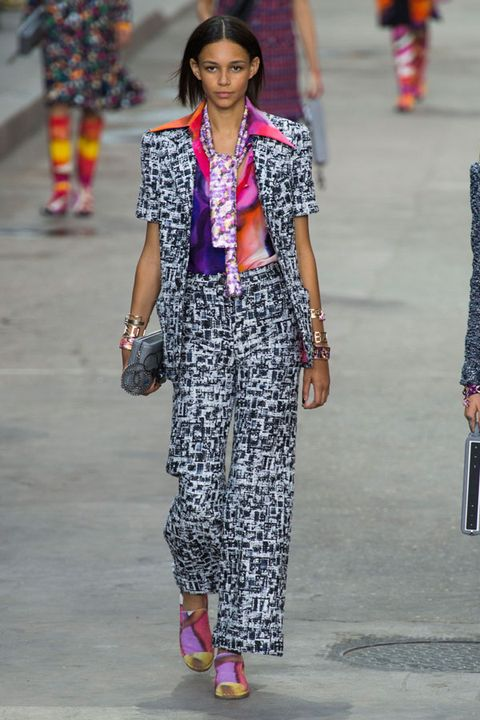 Clothing, Style, Street fashion, Pattern, Magenta, Fashion show, Fashion, Bag, Fashion model, Fashion design,
