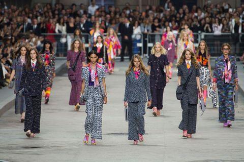 People, Audience, Crowd, Fashion, Street fashion, Public event, Fashion design, Dance, Tradition, Hall,