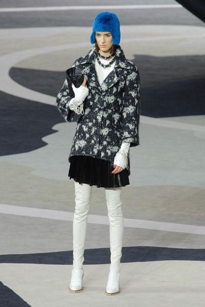 Clothing, Sleeve, Human leg, Outerwear, Style, Street fashion, Knee, Fashion accessory, Street, Fashion,