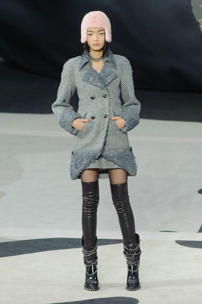 Leg, Sleeve, Winter, Textile, Joint, Outerwear, Style, Knee, Fashion model, Street fashion,