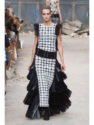 Textile, Style, Street fashion, Dress, Fashion show, Pattern, Fashion model, Fashion, Costume design, Runway,