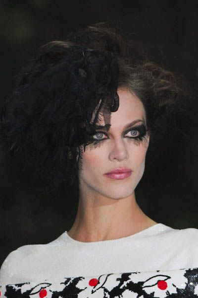 Lip, Hairstyle, Chin, Forehead, Shoulder, Eyebrow, Eyelash, Style, Black hair, Cool,