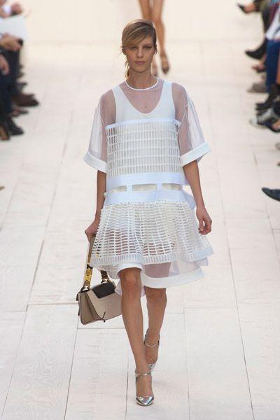 Clothing, Product, Sleeve, Shoulder, Textile, Joint, White, Human leg, Fashion show, Style,