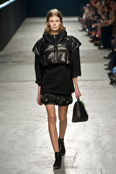Clothing, Footwear, Sleeve, Shoulder, Textile, Joint, Outerwear, Human leg, Style, Fashion show,