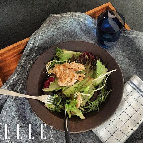 Food, Ingredient, Leaf vegetable, Dishware, Serveware, Cuisine, Tableware, Goggles, Vegetable, Dish,