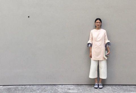 Sleeve, Standing, Street fashion, Grey, Beige,