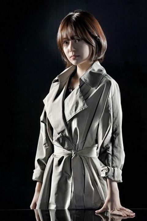 Hairstyle, Sleeve, Collar, Human body, Bangs, Style, Formal wear, Fashion, Fashion model, Street fashion,