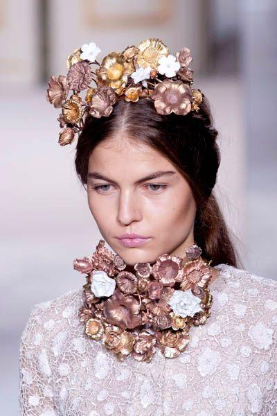 Brown, Skin, Hair accessory, Headpiece, Style, Fashion accessory, Beauty, Headgear, Fashion, Bridal accessory,