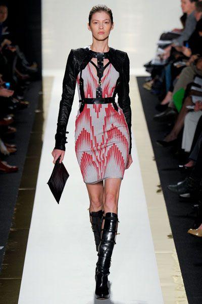 Fashion show, Shoulder, Joint, Fashion model, Runway, Style, Street fashion, Fashion, Knee, Thigh,