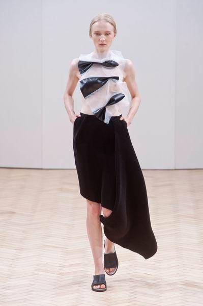 Shoulder, Joint, Floor, Flooring, Style, Waist, Knee, Fashion, Dress, Neck,